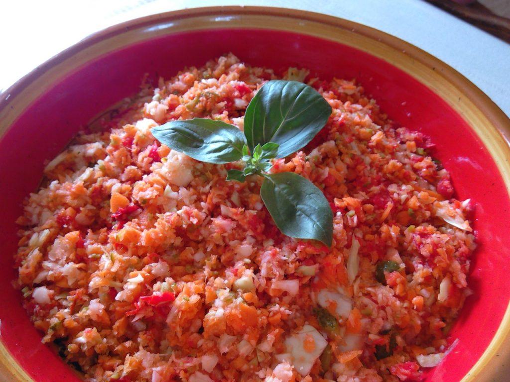 Salade de Chou aux Carottes et Cornichons