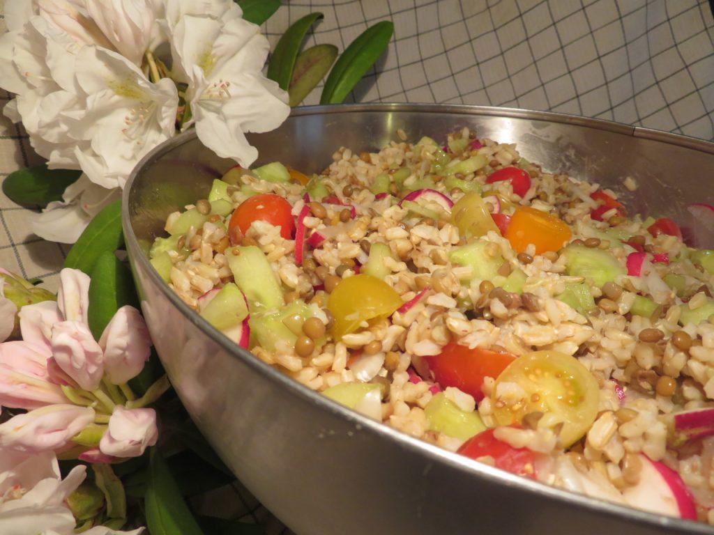 Salade de Riz aux Radis, Concombre, Tomates-Cerises & Lentilles